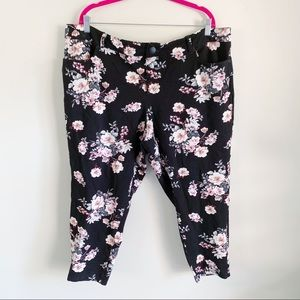 Torrid NWOT Black Floral Stretch Capri Pants 24T